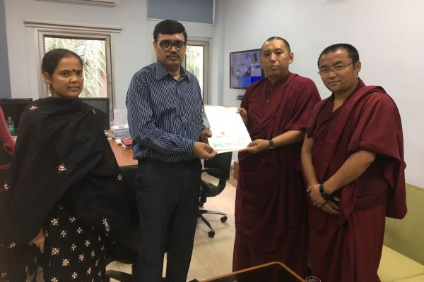 The Karmapa Contributes to Disaster Relief in Bihar