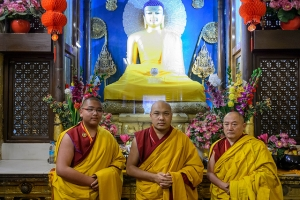 Jamgon Kongtrul, Karmapa, and Gyaltsab Rinpoche in front of the famous statue of Shakyamuni Buddha in the Mahabodhi Temple.