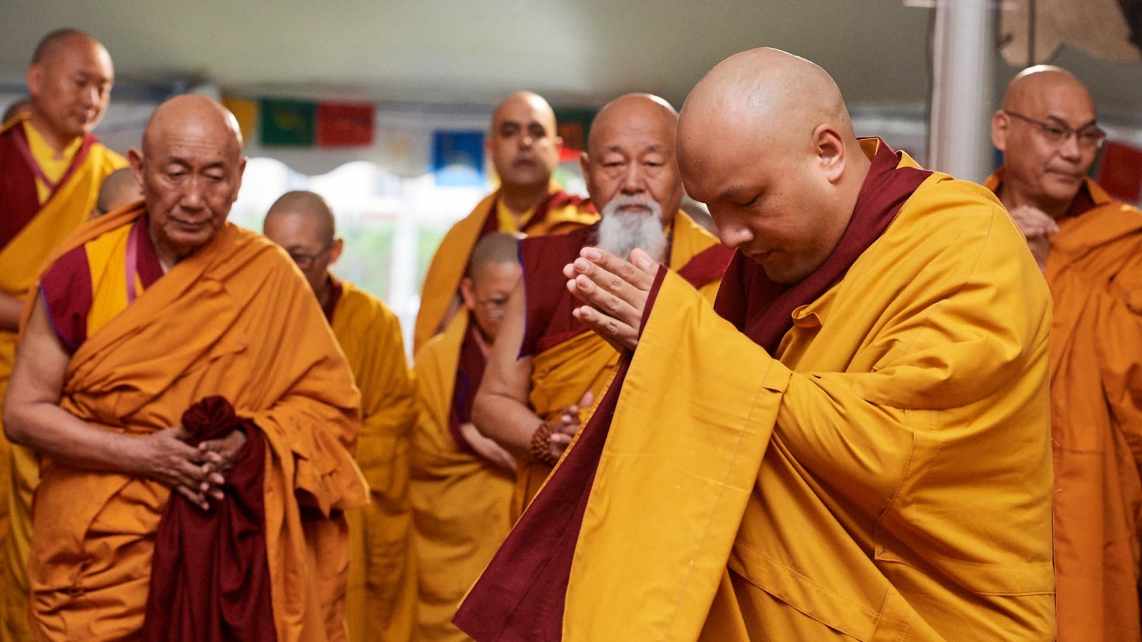 karmapa bowing