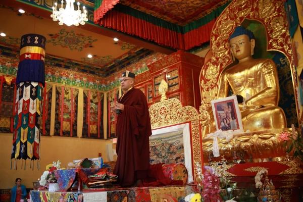 Karmapa on the throne at KTD